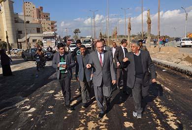 محافظ بني سويف يتابع أعمال تطوير عبد السلام عارف ويوجه بمراجعة رخص الأكشاك الموجودة أسفل الكورنيش