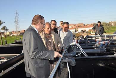 بعد تركيب وحدة المعالجة وتنفيذ الأعمال الكهروميكانيكية بنسبة 95%:محافظ بني سويف يتابع  مشروع الصرف الصحي بالبساتين ويوجه بتسريع وتيرة العمل لافتتاحه قريباً