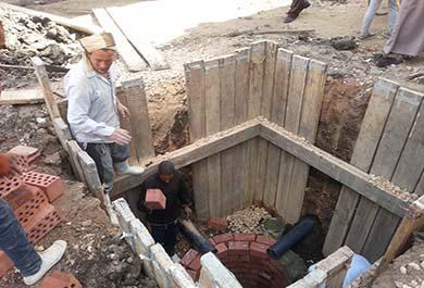 بالصور ..حل مشكلة الصرف الصحي بمنشأة عمرو بالفشن