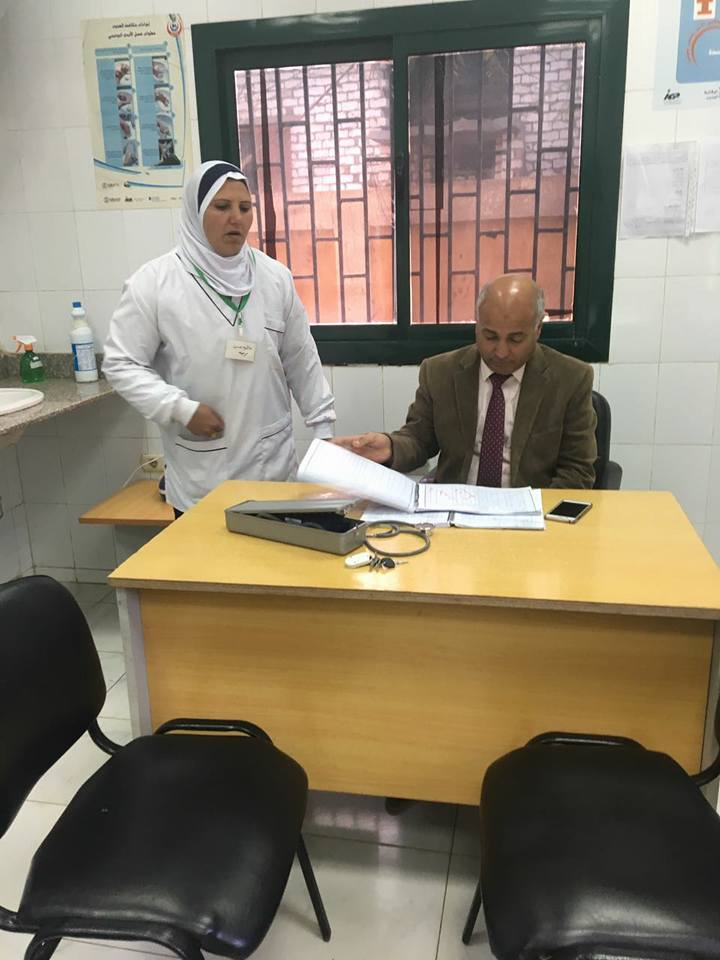 بالصور وكيل صحة بنى سويف فى  زيارة مفاجئة لمستشفى الصدر وقرية الحكامنة